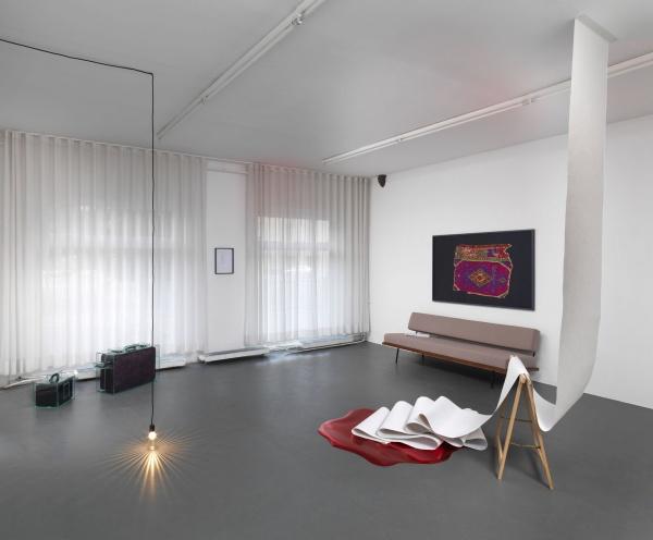 """charlie hammond and """"ein zimmer"""" at galerie kamm, berlin •mousse, Wohnideen design"""