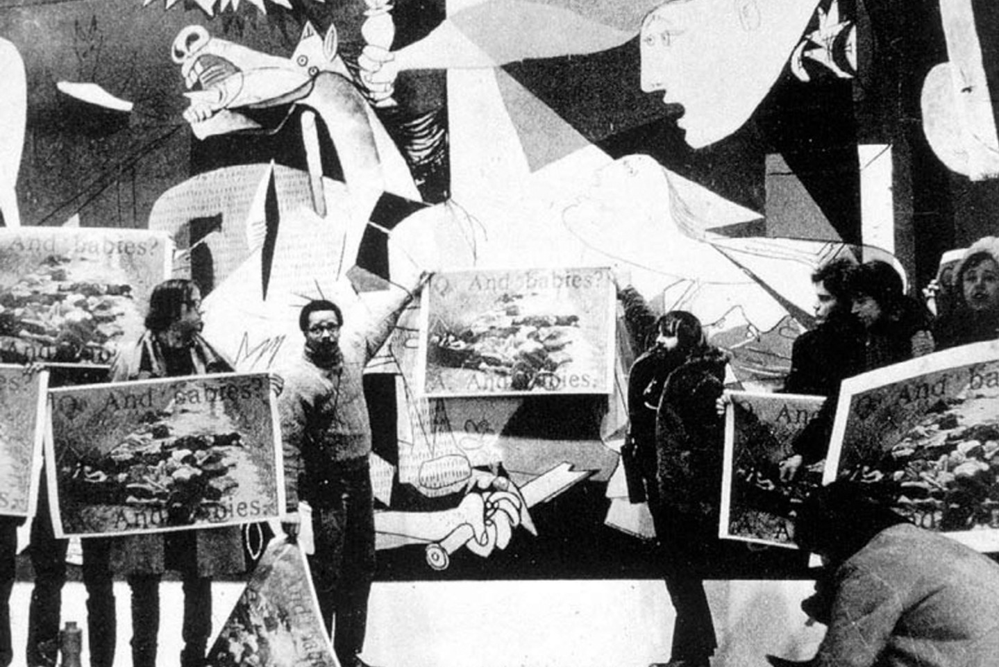 http://moussemagazine.it/app/uploads/02-art-workers-coalition_protest-in-front-of-picasso-s-guernica_moma-ny_1970-e1479816380742.jpg