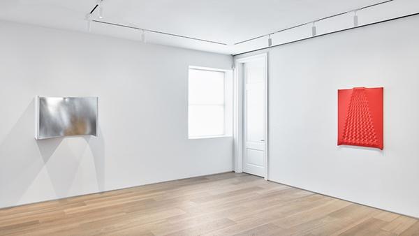 """enrico castellani """"interior space"""" at dominique lévy, new york"""