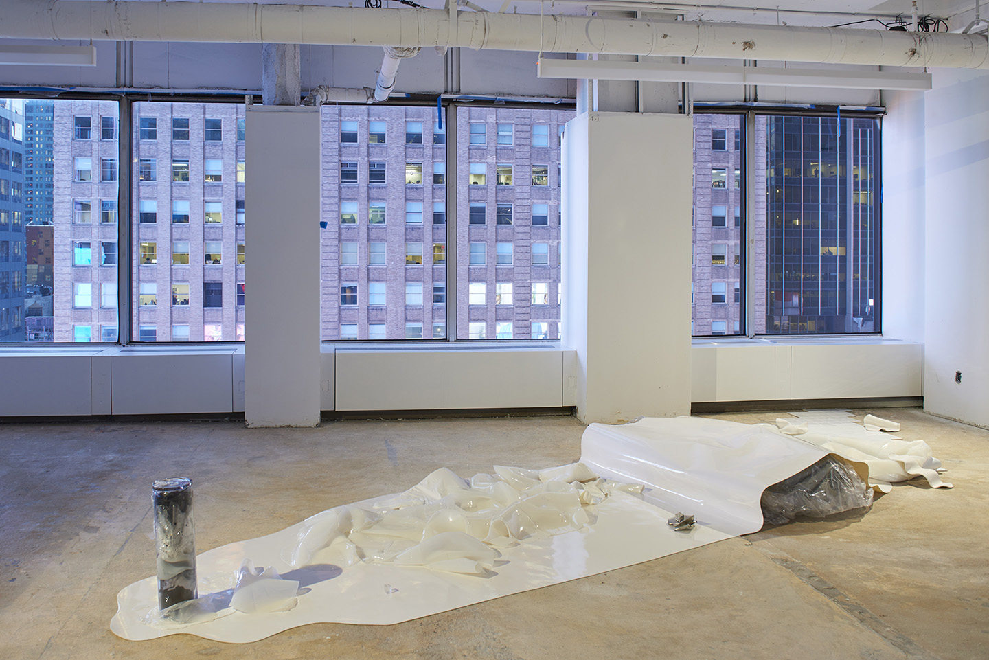 Stray At Times Square Space New York Mousse Magazine # Mutable Muebles