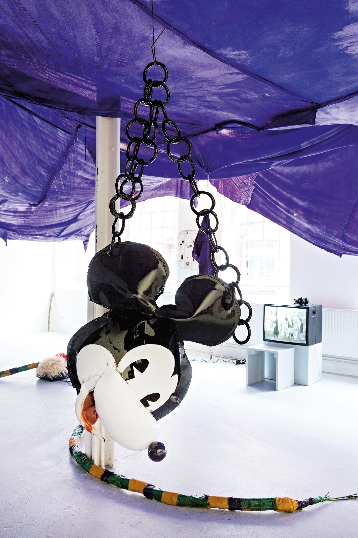 Stefan Kern Mm  Gebarden Und Ausdruck Installation View At Halle Fur Kunst Luneburg  Courtesy Halle Fur Kunst Luneburg Photo Fred Dott