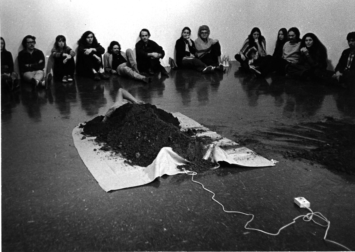 Hirokazu Kosaka, Untitled, 1972, performance at Pomona College Museum of Art, Claremont, 1972. Courtesy: the artist